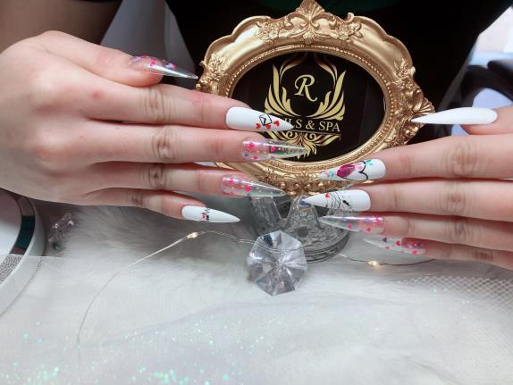Nail salon SW Edmonton AB | R Nails & Spa | 6484 Cartmell Place