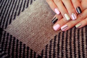 Nail salon SW Edmonton AB   R Nails & Spa   6484 Cartmell Place